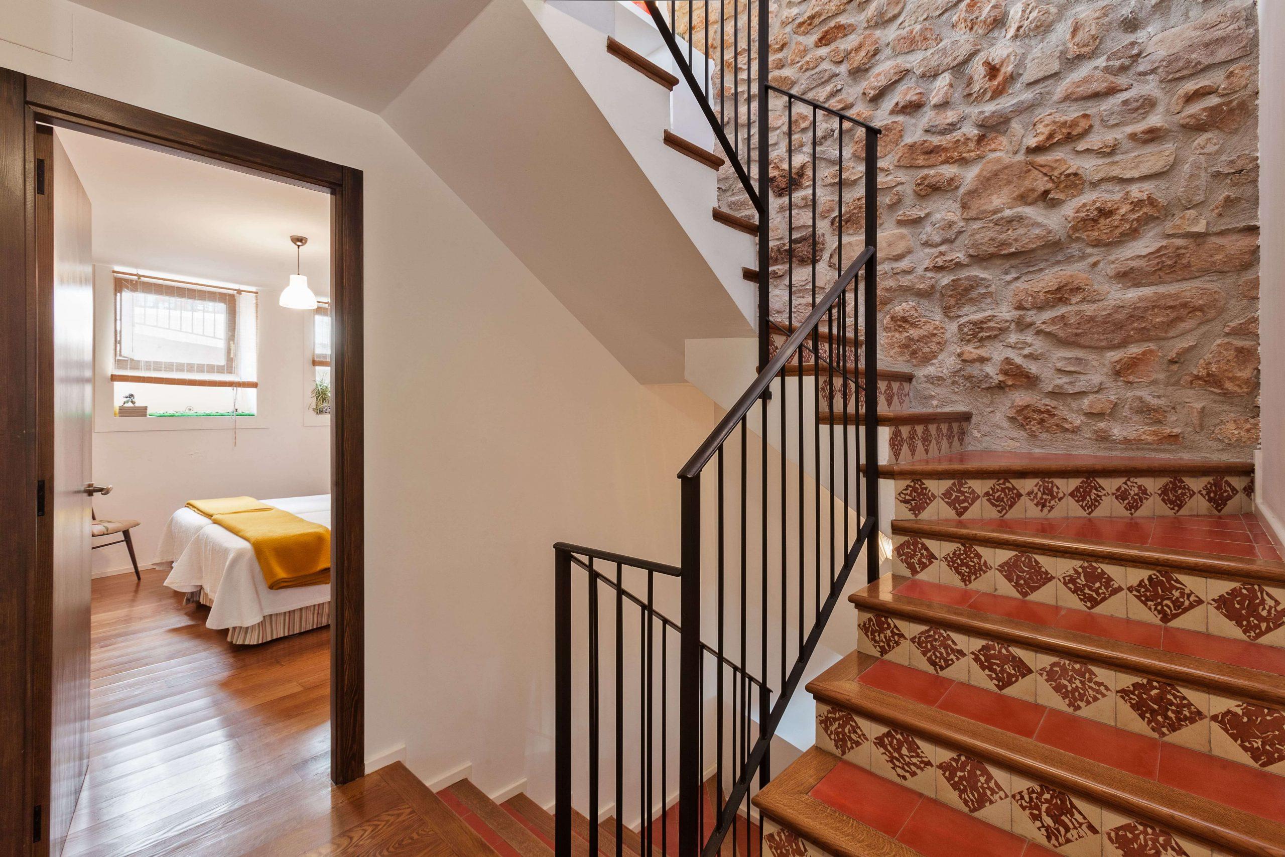 Habitación y escaleras